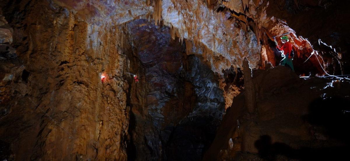 installation de tyrolienne grotte